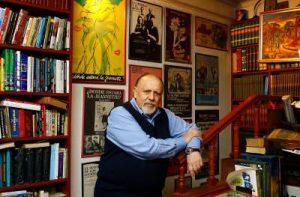 El autor, en su librería de calle San Diego